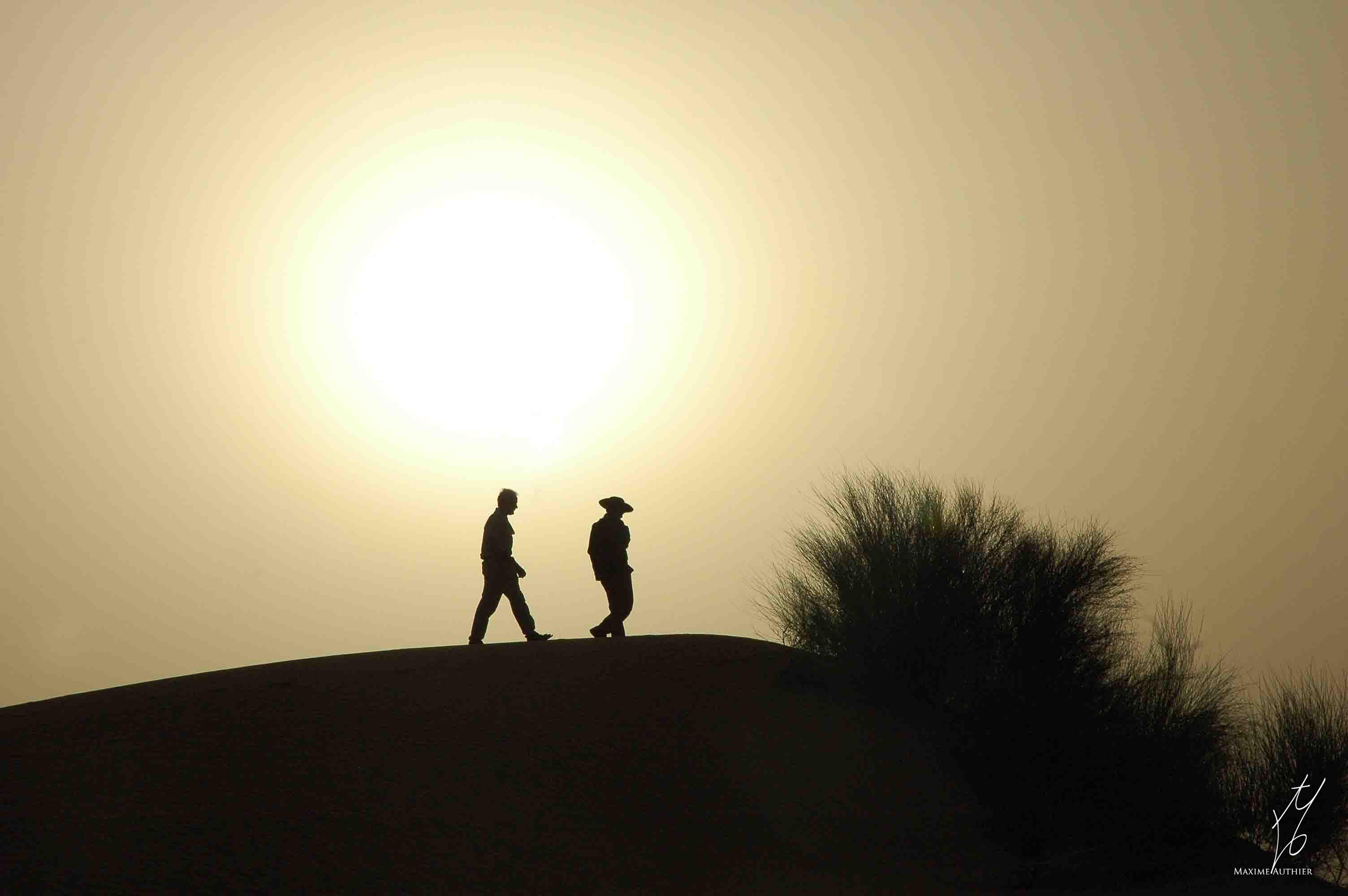 Photographie d'un coucher de soleil sur le Sahara. Photo prise au Mali en Afrique.