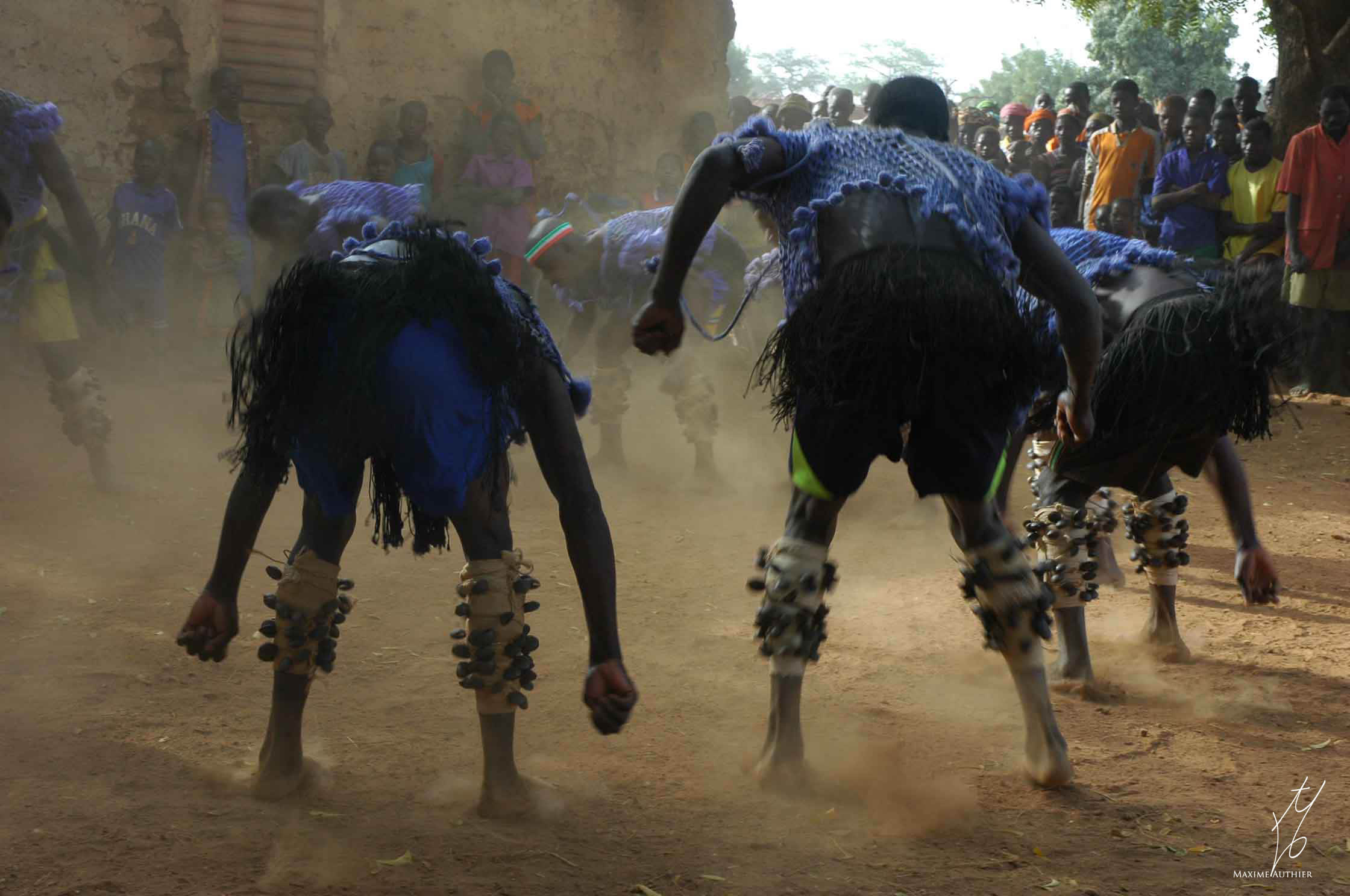 Photographie de danseurs au Burkina Fasso