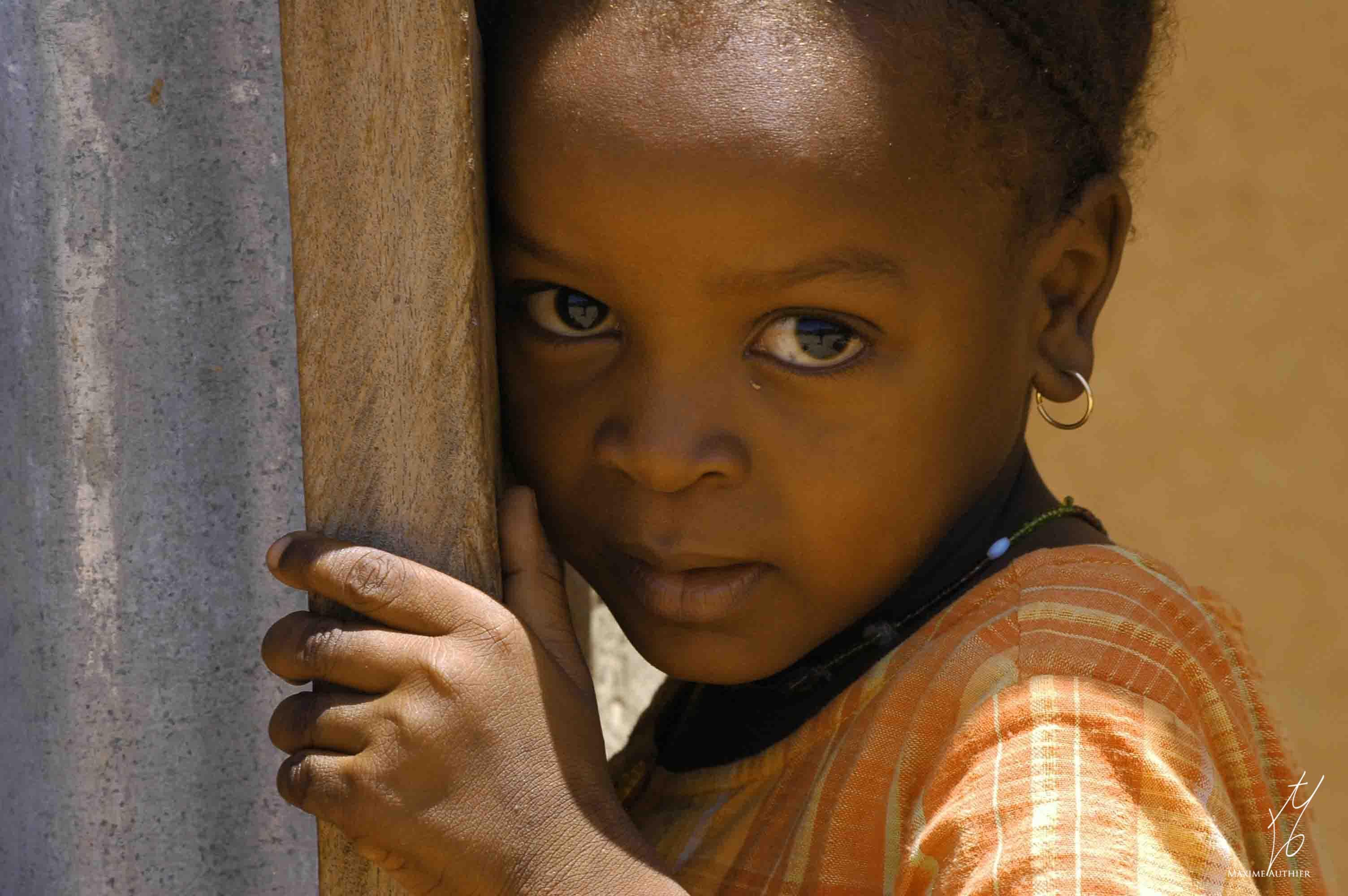Le regard d'une jeune fille au Niger