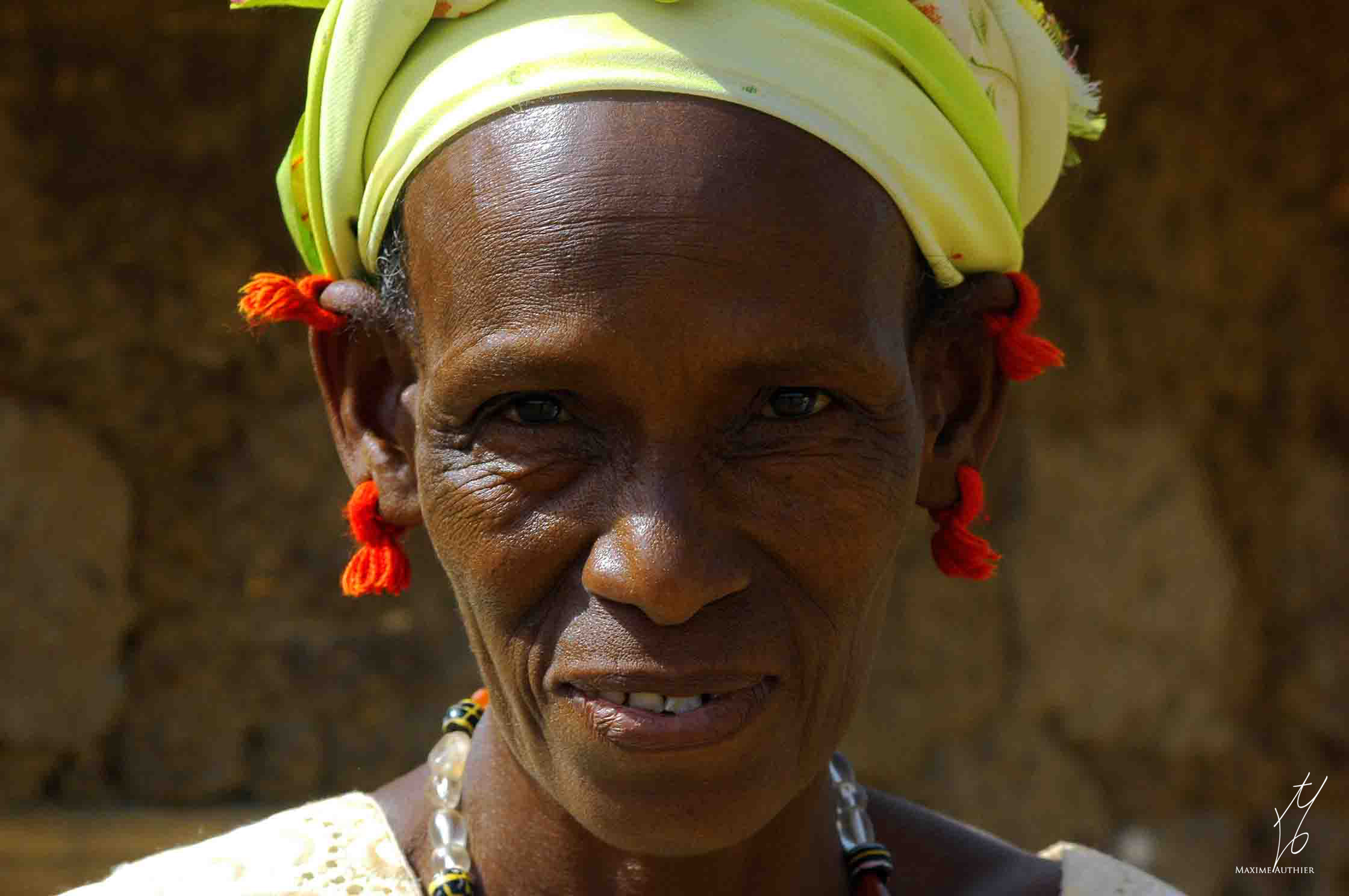 Photographie d'une femme du peuple Peul en Afrique.