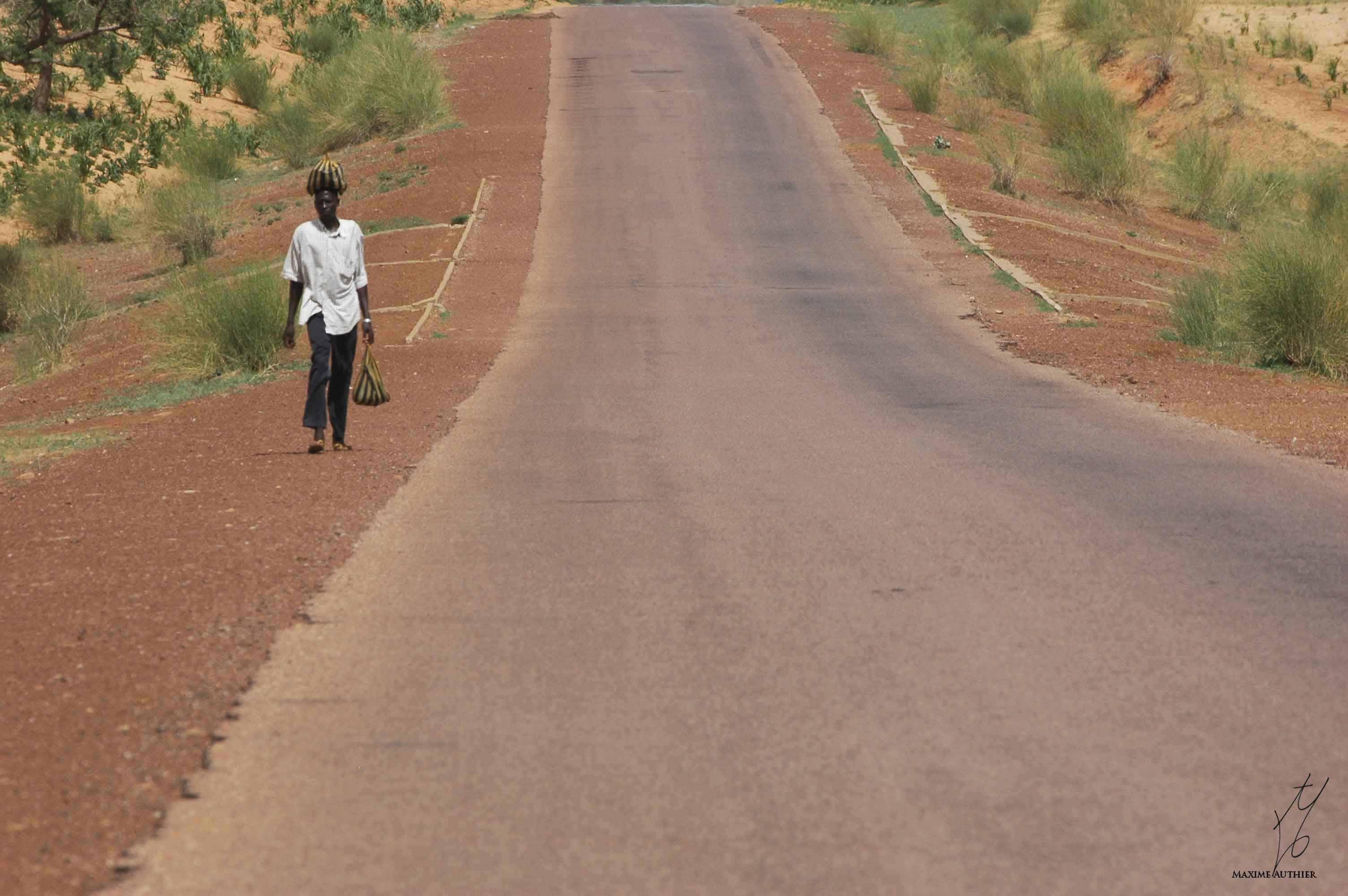 """Sur les routes de l'Afrique, photographie issue du livre """"Un regard sur l'Afrique"""""""